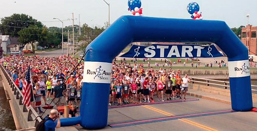 Racers get ready to begin the 2016 Fox Firecracker 5k in Kaukauna. Firecracker 5k on Facebook photo.